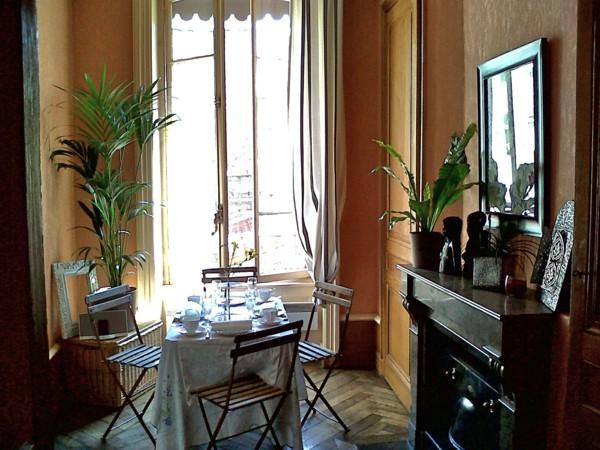 kentia-palm-dining-room-coffee-table